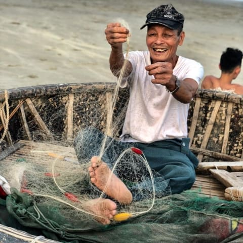 danang-beach-fisherman-smile-vietnam-480x480 Home